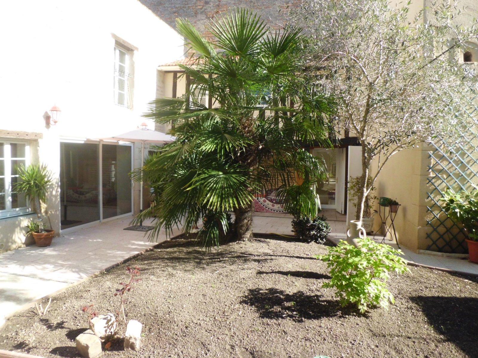 Vente centre ville marmande hotel particulier avec jardin for Jardin de particuliers a visiter